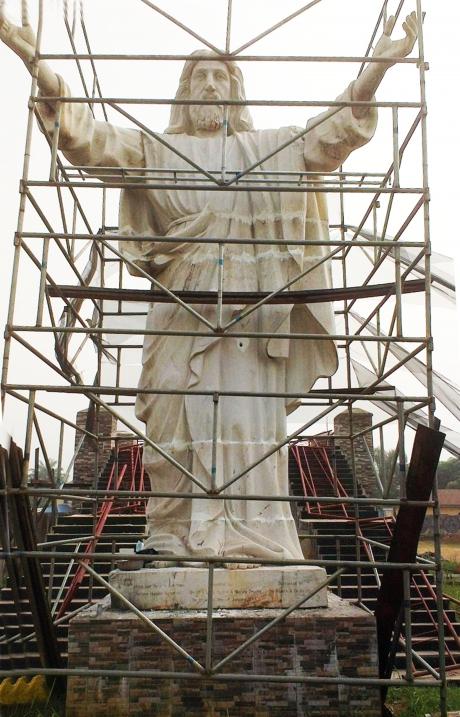 Jesus-Statue.jpg