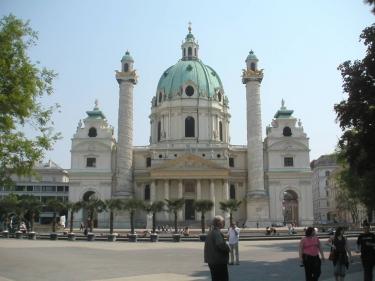 Karlskirche_Wien_(Frontalansicht).jpg