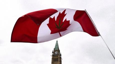 drapeau-canada-cannabis-pot-marijuana-ottawa-parlement.jpg