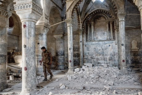 soldat-irakien-leglise-Saint-Thomas-Mossoul-etaitsa-liberation-militaire-Daech_1_729_487.jpg