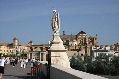 800px-Cordoba_view_from_Puente_romano.jpg