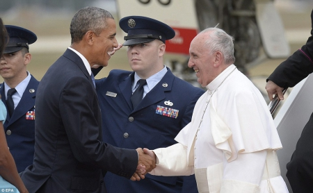 2CA7849D00000578-3245370-President_Barack_Obama_and_first_lady_Michelle_Obama_greet_Pope_-a-7_1442993068523.jpg