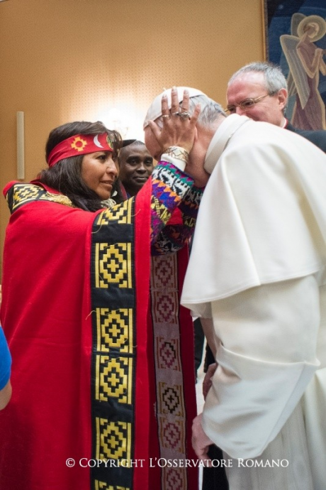 Screenshot_2019-10-05 A shaman visits Francis at the Vatican and works her sorcery during a private audience(2).png