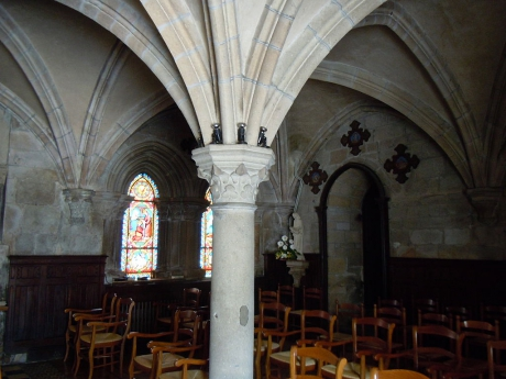 1024px-Langonnet_abbaye_salle_capitulaire.JPG