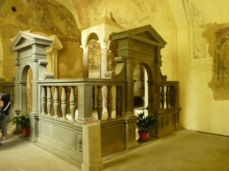 Bolsena-chiesa_santa_cristina-altari.jpg