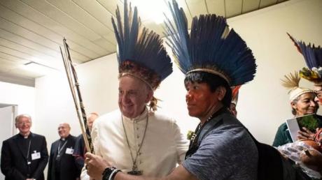 """Screenshot_2019-10-22 Il Papa incontra 40 indigeni dell'Amazzonia """"I popoli ricevono l'annuncio di Gesù con la loro cultura[...].png"""