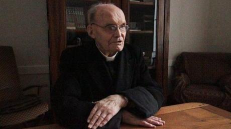 98-ans-le-pere-joachim-le-palud-continue-de-dire-la-messe.jpg