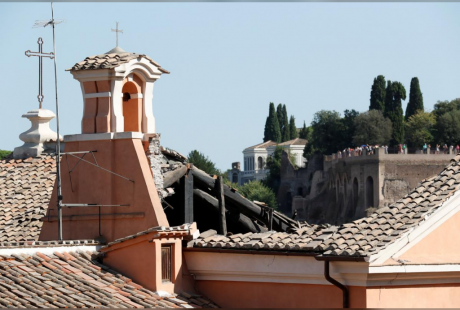 Screenshot_2018-08-31 Church roof in central Rome collapses, damages chapel underneath.png