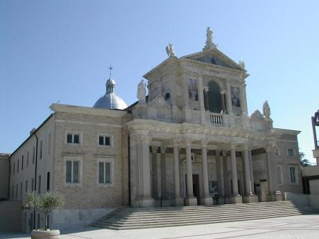 1280px-Santuario_San_Gabriele_dell'Addolorata_Abruzzo_03.JPG