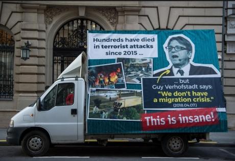 Screenshot_2018-11-29 Viktor Orban lance une nouvelle campagne d'affichage contre Guy Verhofstadt(1).jpg