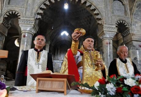 Screenshot_2019-03-04 A Mossoul, une première messe pour la paix et la réconciliation - Vatican News.jpg