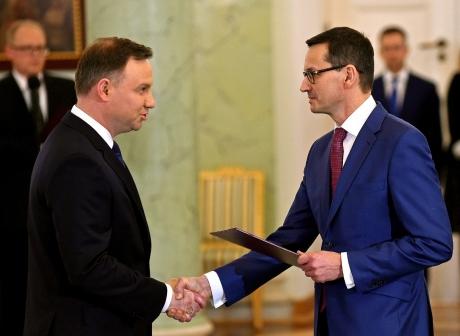 president-polonais-Andrzej-Duda-nouveau-Premier-ministre-Mateusz-Morawiecki-Palais-presidentiel-Varsovie-8-decembre-2017_0_1399_1024.jpeg