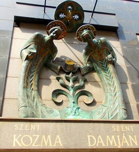 1515766067.6377Szent_Kozma_és_Damján_Commemorative_Plaque_in_Budapest.jpg